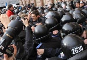 Новости Киева - КГГА - Киевсовет - заседание - митинг - Возле КГГА пострадали три милиционера, один госпитализирован