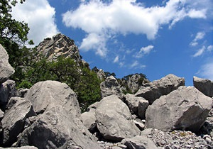 США - Туристы - В США в Скалистых горах камнепадом привалило туристов, погибло пять человек