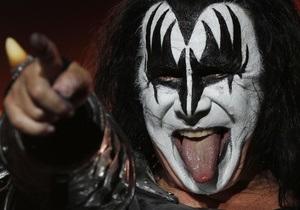 Вокалист Kiss споет гимн США перед началом матча NFL в Лондоне