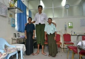 Новости медицины - самый высокий человек: Медики спасли жизнь самому высокому человеку в Мьянме