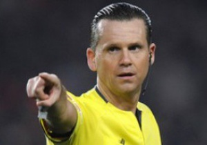 Судью строго наказали за отмененный гол в ворота Барселоны