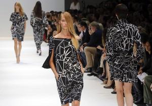 Guy Laroche представил в Париже одежду будущего