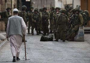 В Хевроне военные обыскивают дома местных жителей