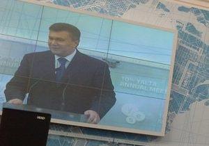 Янукович в Ялте: Украина находится между двумя большими монстрами
