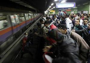 В каирском метро обнаружены две бомбы, движение всех поездов остановлено