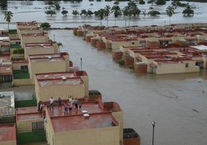 В Акапулько после шторма процветает мародерство, 40 тысяч туристов ожидают эвакуации