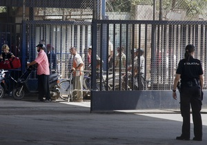 В Африке около 300 мигрантов пытались штурмом прорваться в испанский город