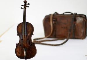 Скрипку, на которой играли во время гибели Титаника, выставят на торги