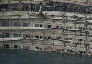 Фотогалерея: Поднять и простить. В Италии прошла операция по подъему лайнера Costa Concordia