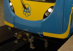 Работа красной ветки метро парализована из-за падения женщины на рельсы