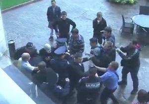 МВД: В Одессе свободовец ударил милиционера