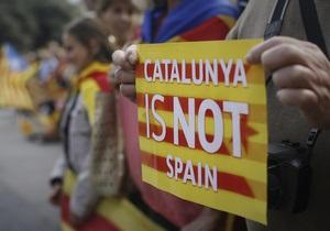 Сотни тысяч сторонников независимости Каталонии образовали живую цепь в 400 км