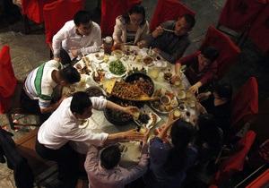 Названы страны, которые больше всего тратят на еду, алкоголь и сигареты