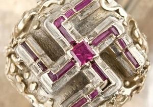 Перстень с рубиновой свастикой, созданный для Гитлера, выставлен на аукцион