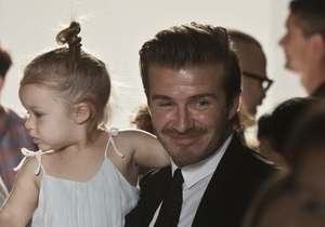 Двухлетняя дочь Бекхэмов посетила Неделю моды в Нью-Йорке