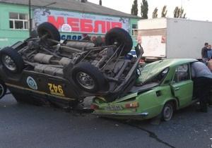 Как в кино: в Днепропетровске милицейский джип врезался в два авто и приземлился на крышу третьего