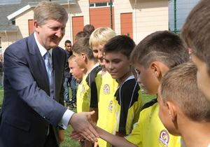Фотогалерея: Ахметов и 1 сентября. Самый богатый человек Украины подарил своей школе новый комплекс