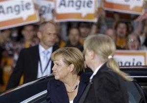 Новости Германии - Ангела Меркель - ожерелье Меркель: У ожерелья канцлера Германии появился аккаунт в Twitter