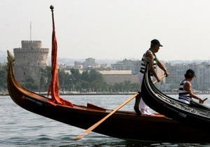 Гондольерам в Венеции запретят петь днем и обгонять другие судна