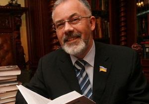 Табачник похвастался мировым рекордом украинских учебников