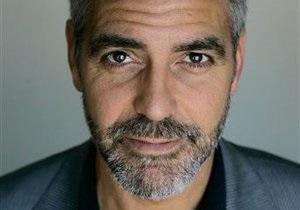 Клуни заявил, что его спутник круглосуточно наблюдает за президентом Судана