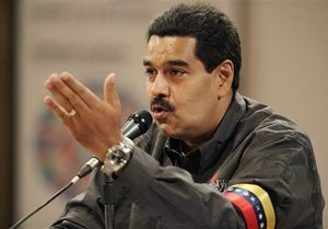 Президент Венесуели ночує біля могили Чавеса