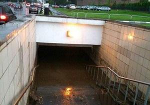 Новини Росії - сильна злива в Москві: У Москві сильна злива затопила кілька районів