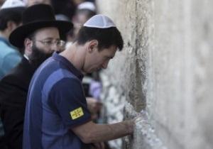 Гравці Барселони помолилися біля Стіни Плачу