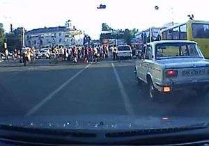 У Сімферополі іномарка в їхала в натовп пішоходів - очевидець