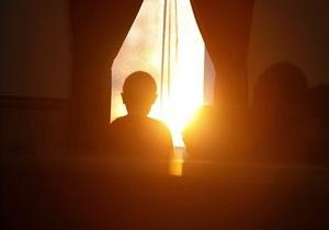 Новини Києва - діти - Біди батьків. З початку року у Києві понад 20 дітей випали з вікон багатоповерхівок