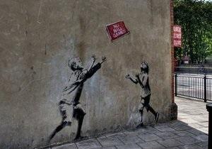 У Лондоні зі стіни вирізали графіті Бенксі
