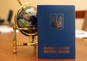 Паспортна криза  в Україні: за кордон їдуть лише обрані