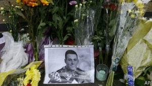 Тисячі людей прийшли на похорон жертви вбивства у Вуличі