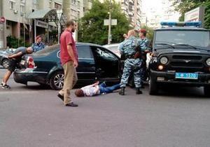 У центрі Києва спецназ у гонитві зі стріляниною затримав двох зловмисників