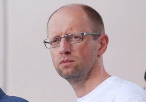 Яценюк вважає, що суд над Тітушком перенесли, щоб пом якшити йому вирок