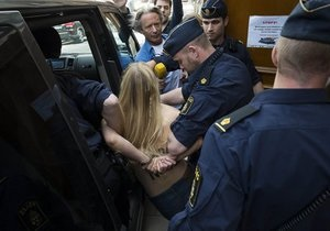 Новини Данії - FEMEN - У Стокгольмі за акцію в мечеті затримали активісток FEMEN