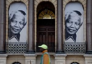 Мандела - Нельсона Манделу підключили до системи штучного життєзабезпечення
