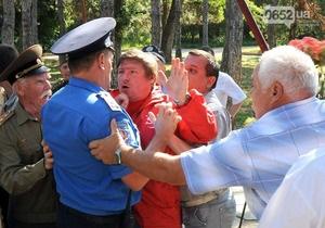 У Криму сталася бійка між міліцією та нардепом від КПУ через портрет Сталіна