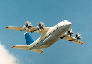 Посетивший Ле Бурже Азаров уверен, что Украина возвращается на мировой авиарынок