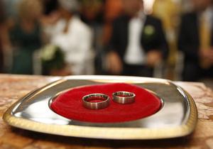 Японцям запропонували одружитися у поїзді