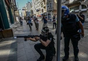 Уряд Туреччини погрожує припинити протести за допомогою армії