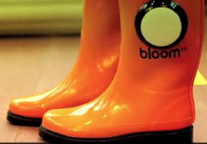Винайдені фестивальні чоботи-бумбокси, що програють музику з телефону