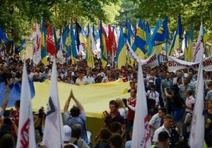 Опозиція оголосила перерву в акціях до 24 серпня