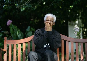 Мандела продовжує боротьбу з легеневою інфекцією