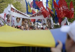 опозиція - Вставай, Україно! - У Хмельницькому сьогодні пройде акція Вставай, Україно!: Міліція роздає журналістам спецжилети