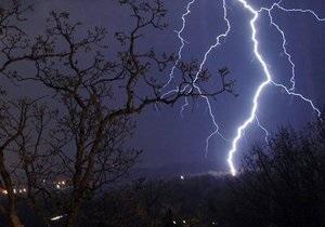 Погода в Україні - погода - негода - Держслужба НС попереджає про погіршення погодних умов і просить бути обережними під час грози