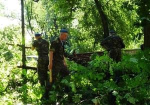 В Одесі вулиці від завалів розчищають військові льотчики і моряки