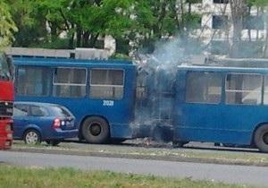 новини Одеси - пожежа - тролейбус - В Одесі на ходу загорівся тролейбус із пасажирами