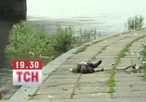 новини Києва - У Києві із Дніпра виловили труп чоловіка і залишили його на набережній
