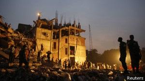 Слідчі: будівлю, яка обвалилась у Бангладеш, звели з порушеннями